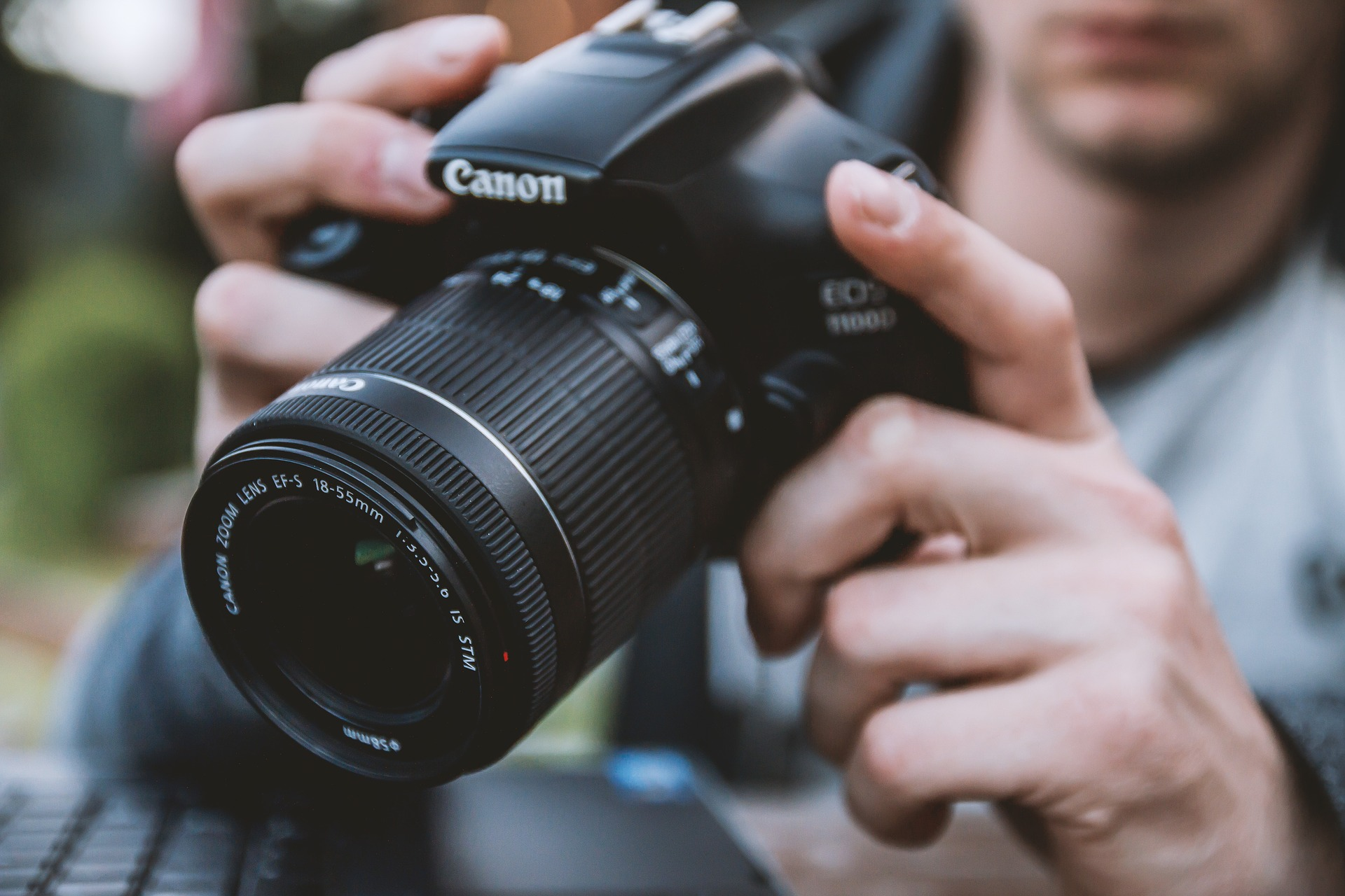 10 Best Vlogging Camera Under 200 For 2019 – Buyer's Guide
