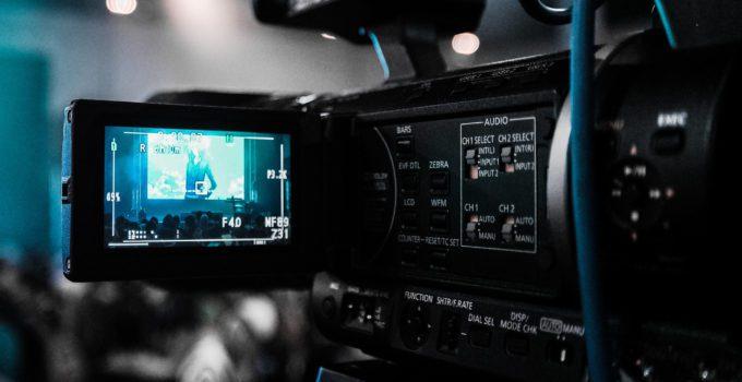 top 5 best vlogging cameras with flip screen